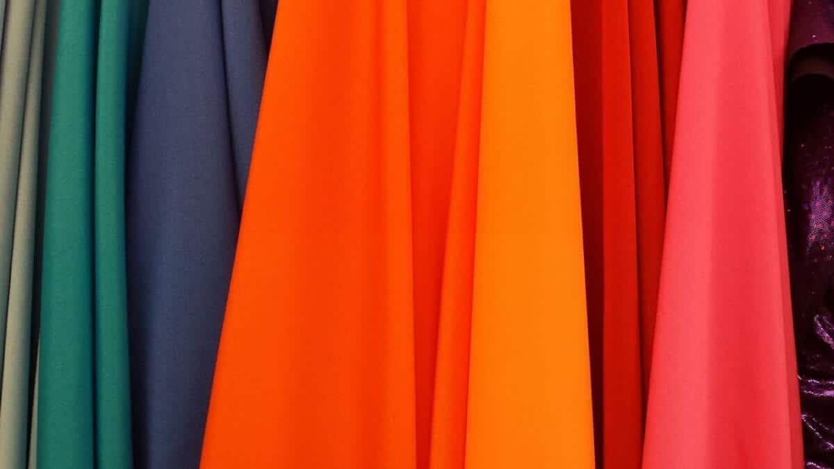 สีเสื้อประจำวัน เสริมดวง